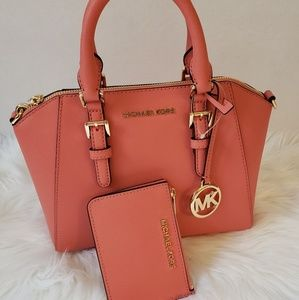 Nwts Michael Kors set great PRICES